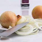 Mensagem sobre o perigo de consumir cebola depois de cortada é FALSA