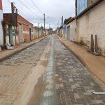 Foto de piso tátil no meio de uma rua em Conquista é VERDADEIRA