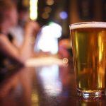 Vendas de bebidas alcoólicas estão proibidas a partir das 23h deste sábado (28)