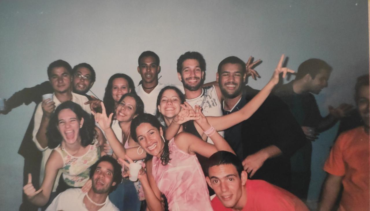 Henrique Oliveira de Araújo e a turma de 2003. Foto: Arquivo pessoal.
