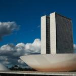 Projeto de lei proíbe a cobrança por acesso online a notícias de caráter público